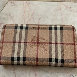 Gorgeous Burberry Authentic wallet 🌺🌺